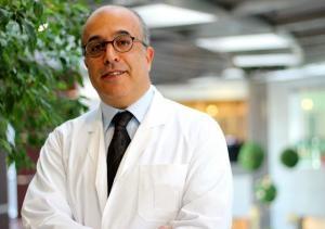 Neden MR Füzyon Prostat Biyopsisi? Bilindiği üzere prostat hastalıkları erkeklerde 30'lu yaşlardan sonra en sık görülen hastalıklardır. 03.10.2018 11:26 Bunların arasında prostat kanseri, erkeklerde en sık görülen kanser tipi olup ölüm nedeni olarak da akciğer kanserinden sonra ikinci sırada yer almaktadır. Üroloji Uzmanı Prof. Dr. Öztuğ Adsan, prostat kanseri için uygulanan görüntüleme ve tedavi yöntemleri hakkında merak edilenleri anlattı. https://www.acunn.com/saglik/neden-mr-fuzyon-prostat-biyopsisi-1124100-haber