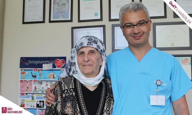 82 yaşındaki hastaya açık kalp ameliyatı yapılarak üç ana damarı değiştirildi.
