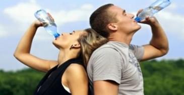 Ayakta ve Kafanıza Dikerek Su İçmeyin