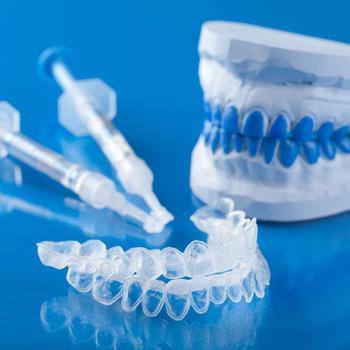 تبييض الأسنان منزليا
